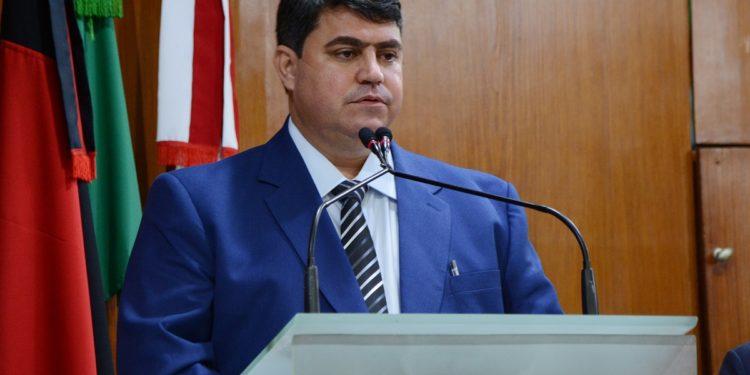 Dinho determina o corte de gratificações e exoneração de todos os cargos temporários da CMJP