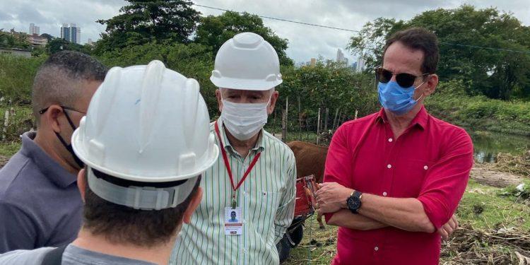 """Secretário Marcos Vinicius verifica danos causados pelas chuvas na São Rafael, busca soluções e pontua: """"Temos um carinho enorme por esta comunidade"""""""