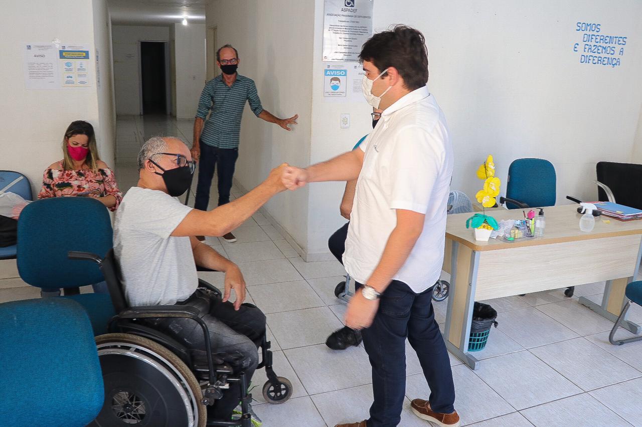 Eduardo Carneiro visita Associação Paraibana de Deficientes; instituição atende cerca de 150 pessoas por semana